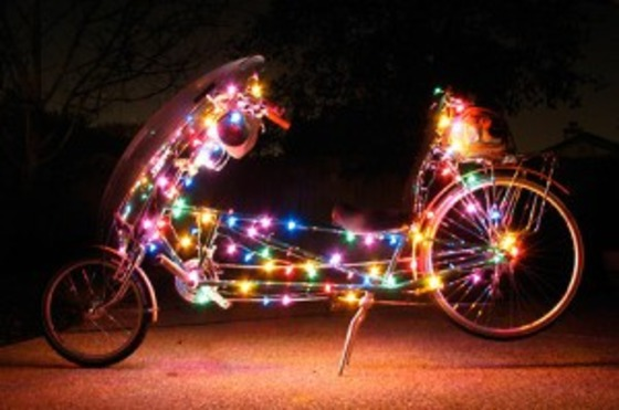 Versierde en verlichte fietstocht
